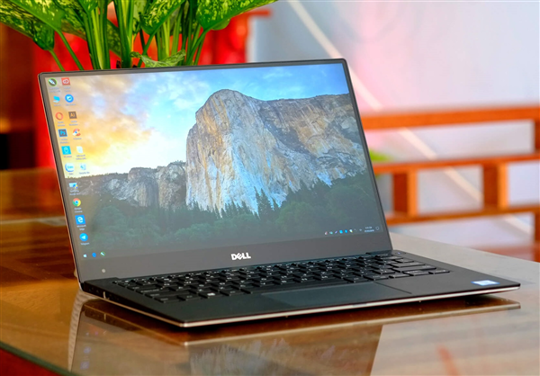 Dell XPS 13 - 9360 i3 / Ram 4 / SSD 256 / Full HD