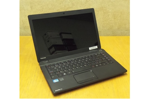 Toshiba Satellite C40 - A Core i3